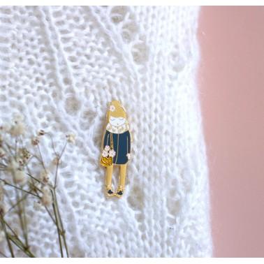 Pin's poupée fleuri